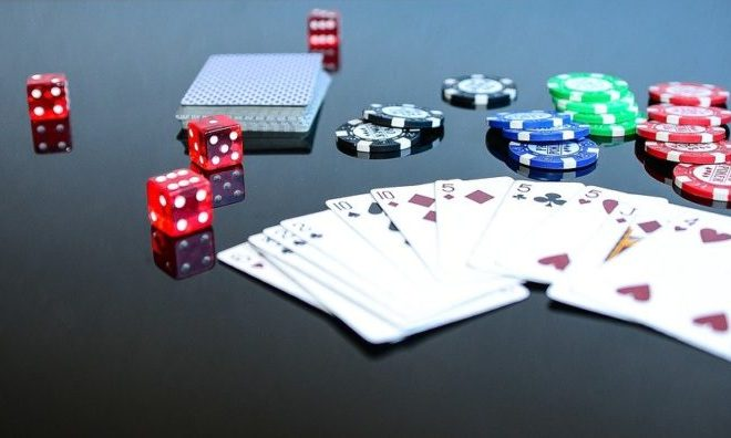 What do beginners should know in playing poker?